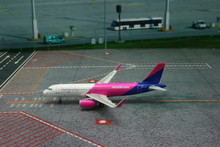 Phoenix Wizz Airways Airbus A320 (sharklets) 1/400