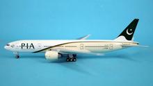 Phoenix PIA Boeing 777-200LR 1/400