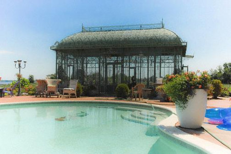 LARGE CLASSICALLY DESIGNED VICTORIAN GARDEN GAZEBO, CONSERVATORY WITH GLASS 28FT LONG