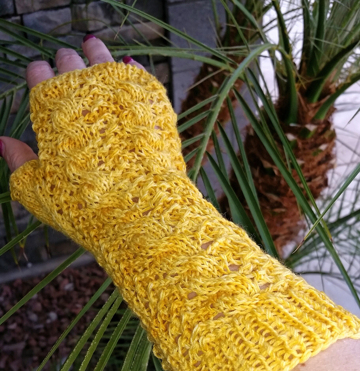 Free Garden Lattice Fingerless Mitts Pattern