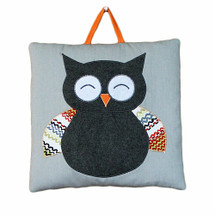 Happy owl wallhanging