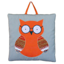Owl wallhanging with appliqued glasses