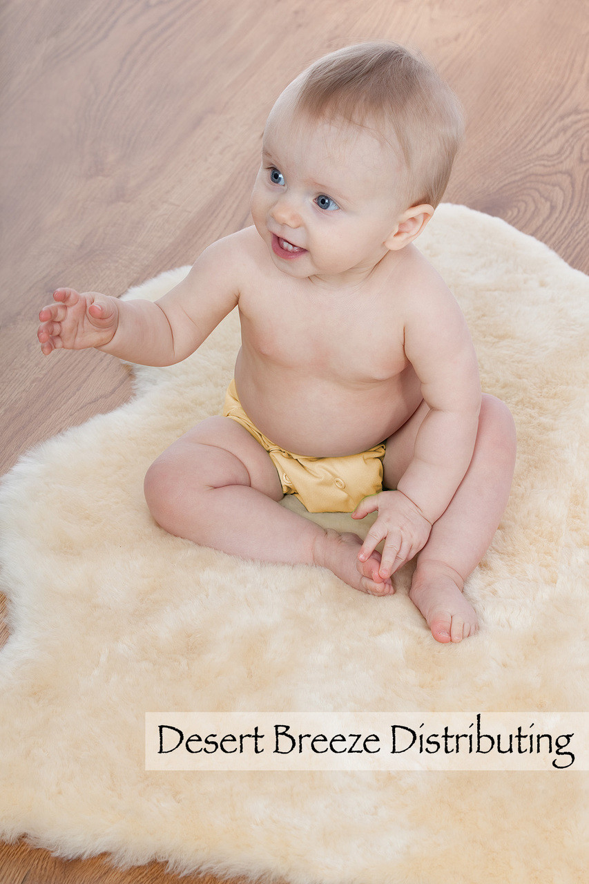 Soothes and comforts babies with its thick fur, soft texture, and the special characteristics of natural wool fibers.