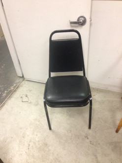 STACKABLE BLACK METAL FRAME BLACK VINYL SEAT