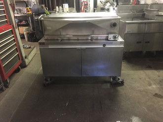 USED Market Forge 1700 Tilting Skillet, gas, 40 gallon capacity, enclosed cabinet base, standard with manual tilt mechanism, stainless steel pan and frame, 126,000 BTU.