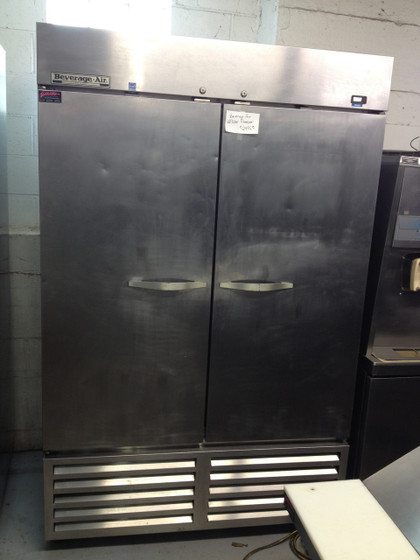 """Horizon Series Freezer, reach-in, two-section, 49 cu. ft., (1) right-hand hinged solid door, (1) left-hand hinged solid door, (6) adjustable shelves, electronic control, LED interior lighting, digital display, expansion valve technology, automatic defrost, bottom-mounted self-contained refrigeration, stainless steel interior and exterior, 6"""" casters, 3/4 hp, UL, cUL, UL-EPH, MADE IN USA, ENERGY STAR®"""