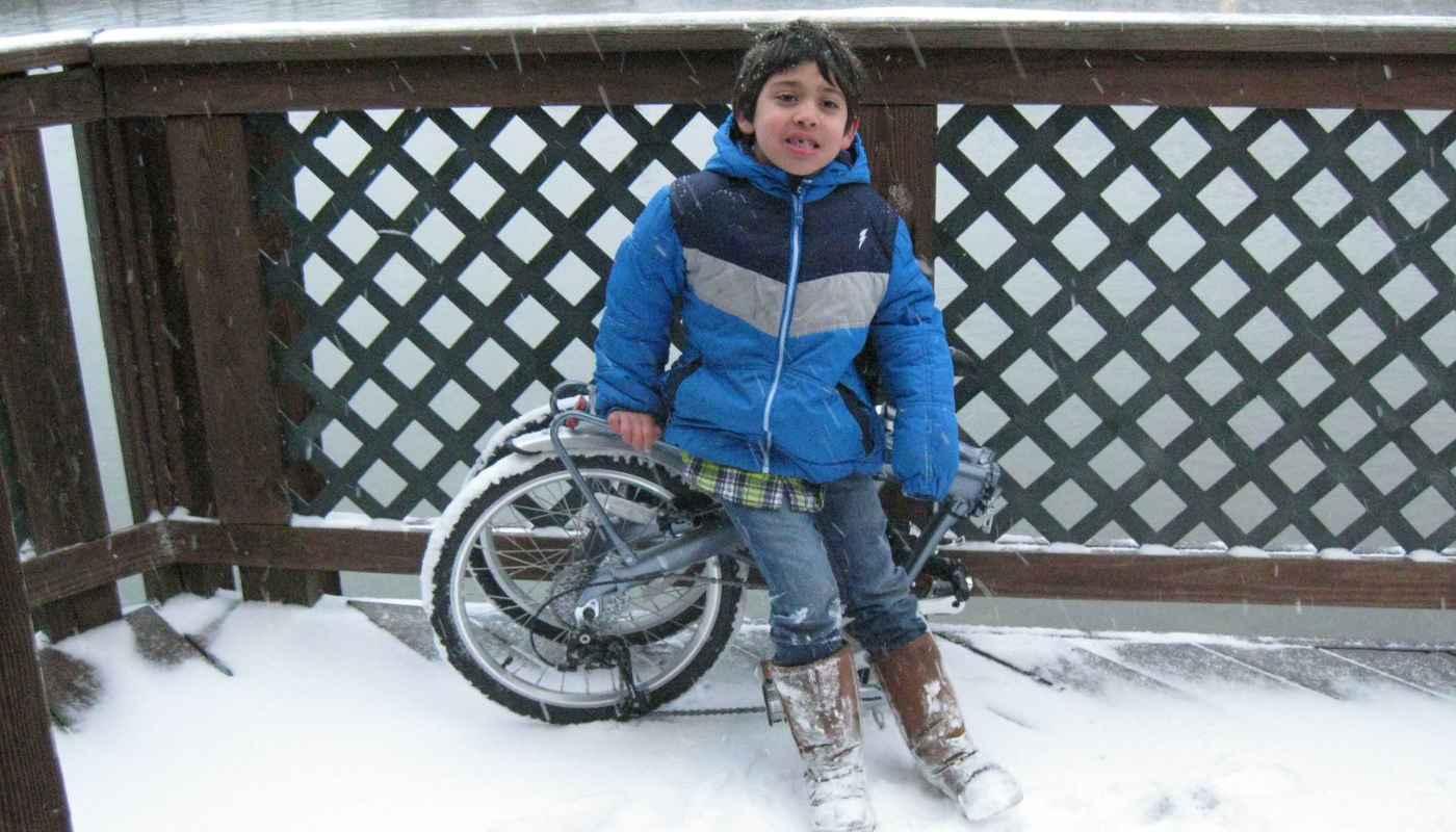 9S folding bike with little kid