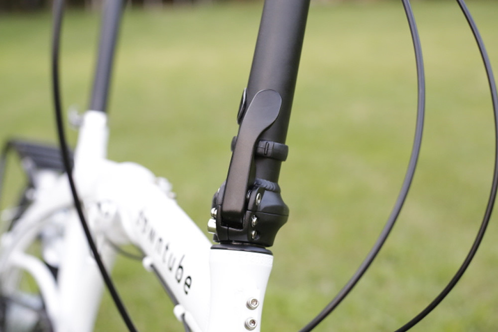 8H white headtube and stem