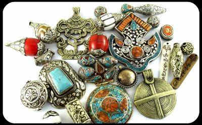 0home-tibetan-beads-pendants-1.png