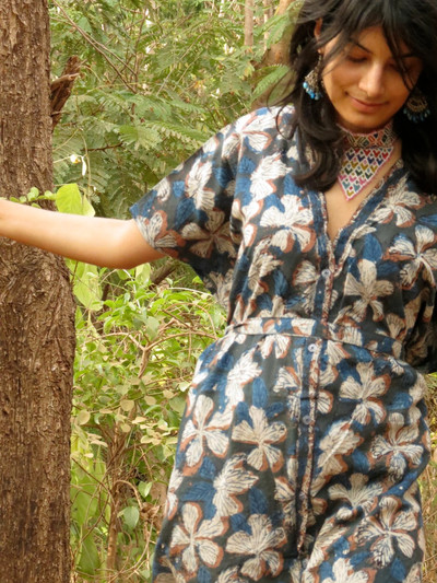 """Organic Au Naturelle"" Button-Front kaftan in  Indigo Blue Leafy pattern"