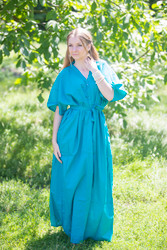 """""""Best of both the worlds"""" kaftan in Plain and Simple pattern"""