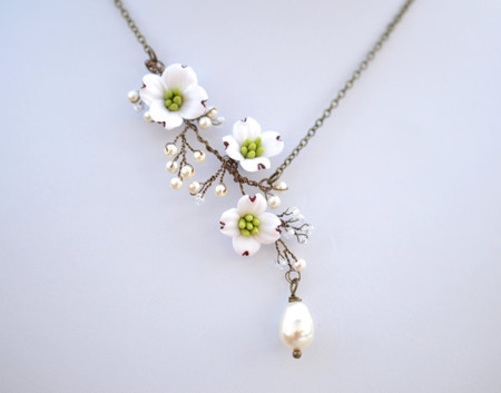 Stella Vine Necklace in White Dogwood