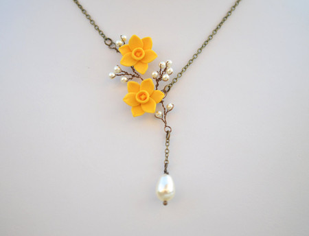 Cassie Vine Necklace in Yellow Daffodil