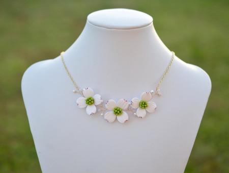 Melinda Vine Necklace in White Dogwood