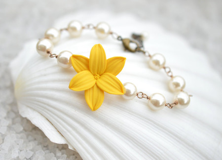Andrea Link Bracelet in Golden Yellow Day Lily with Pearls