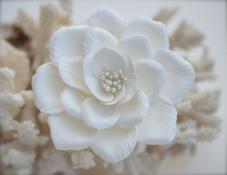 Elizabeth Hair Clip in White Garden Rose. LARGE