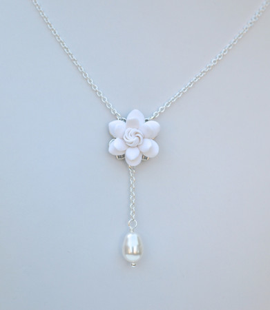 LUNA Y Drop Necklace in White Gardenia