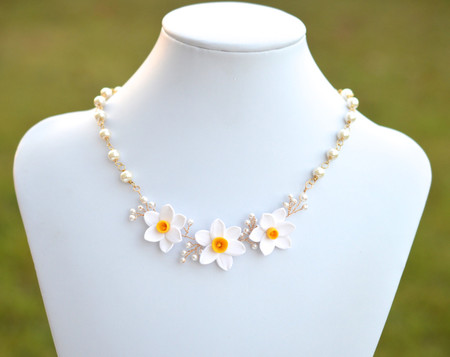 Angela Vine Necklace in White Yellow Daffodil