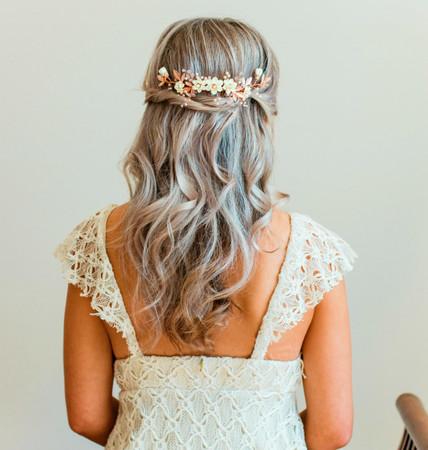 Zeta Vine  Hair Comb  in  Ivory Magnolia