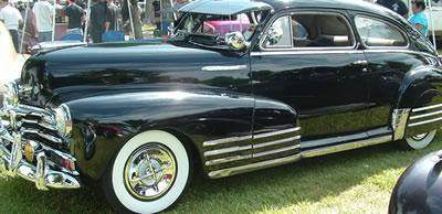 Crossbar Hub Caps on a Beautiful Classic Car