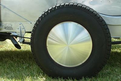 Vintage Trailer Racing Disc Moon Hubcap screw-on