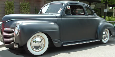 Hollywood Flippers Hubcaps on a Sweet Vintage Car