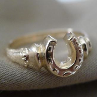 14k Gold Horseshoe and Horse Hooves Ring
