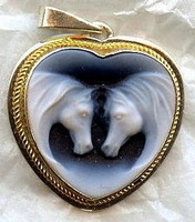 Double Horse Heart Cameo Pendant Necklace