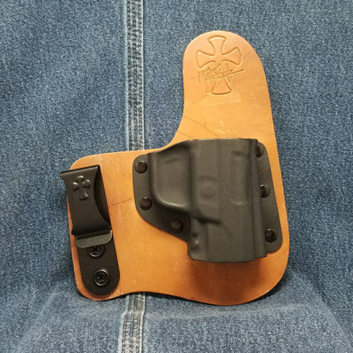 13150 CrossBreed Freedom Carry RUGER AMERICAN / Right Hand / Founders Series