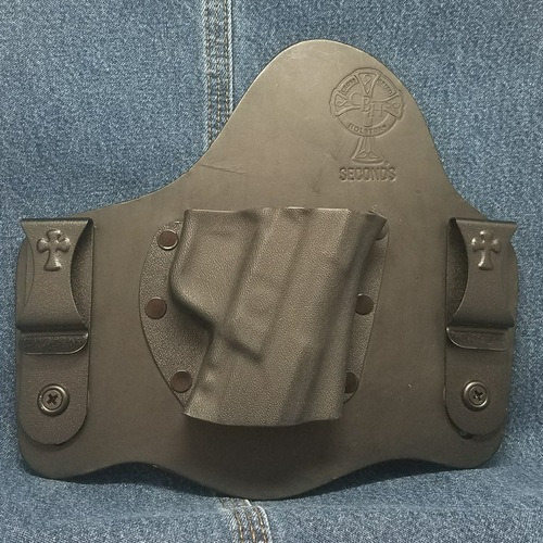 13216 CrossBreed SuperTuck RUGER AMERICAN /  Right Hand / Black Cow