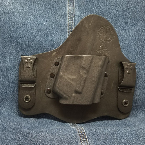 13276 CrossBreed SuperTuck GLOCK 17/19 with Crimson Trace LG-452 / LTG-736 / Right Hand / Black Cow