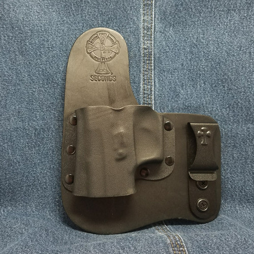 13304 CrossBreed Freedom Carry SIG P220 with Rail / Left Hand / Black Cow