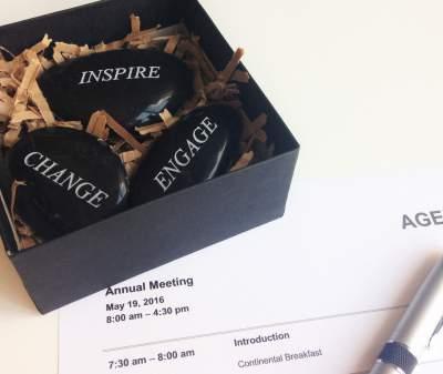 stones-in-gift-box-for-meetings.jpg