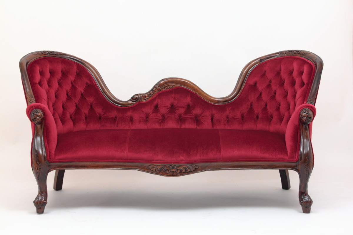 Charmant Victorian Reproduction Settee In Red Velvet By Laurel Crown