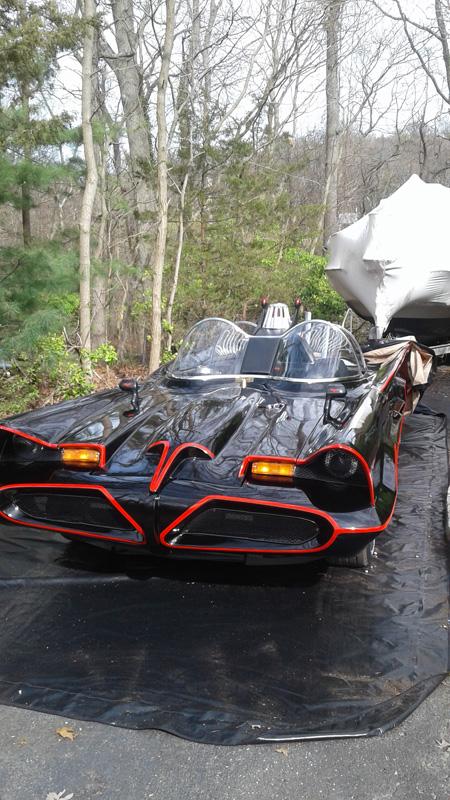 bat-mobile-carcapsule.jpg