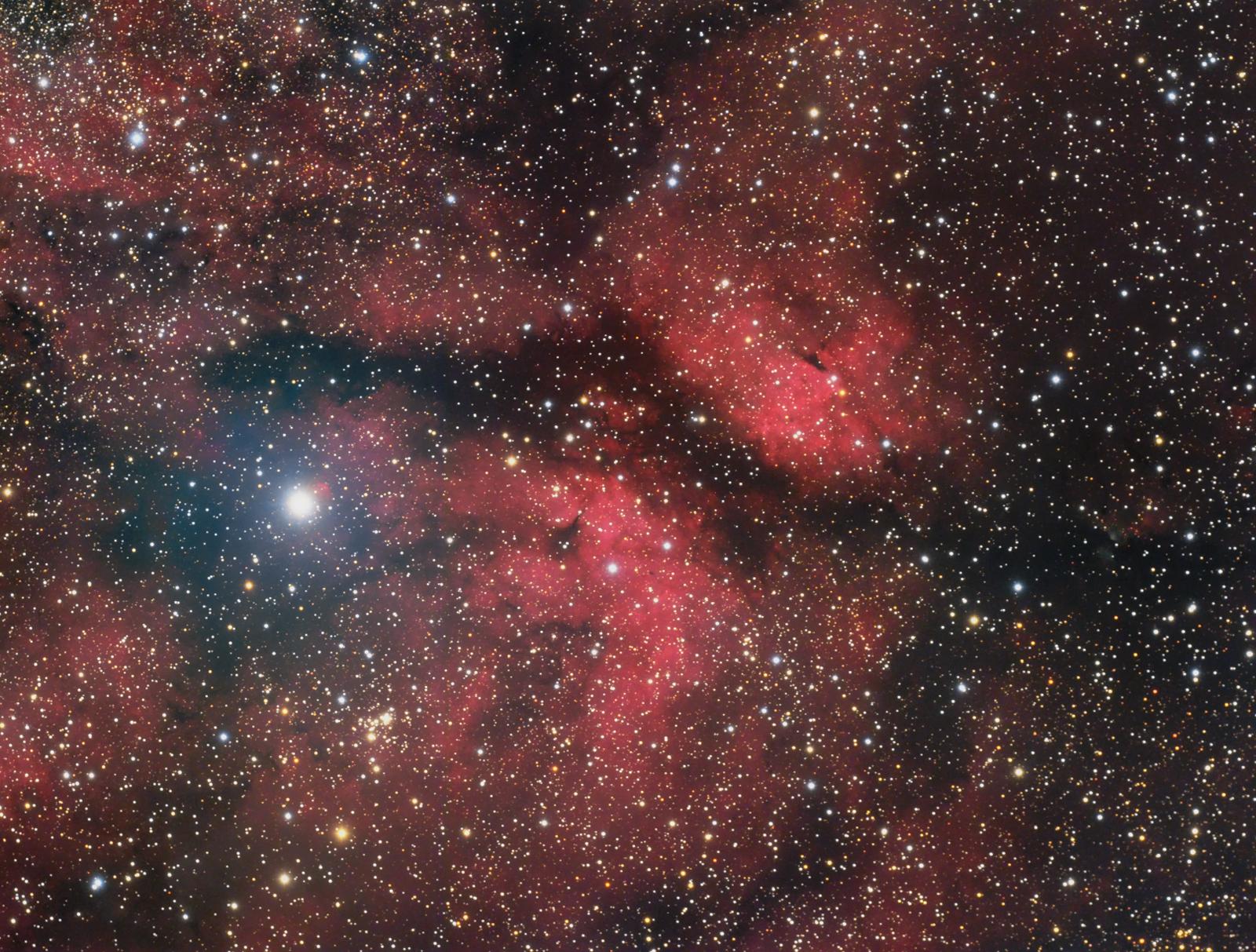 sadr-region-gamma-cygni-nebula-1600x1200.jpg