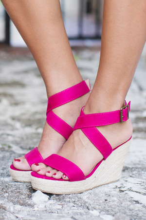 The Marisol Wedges Fuchsia