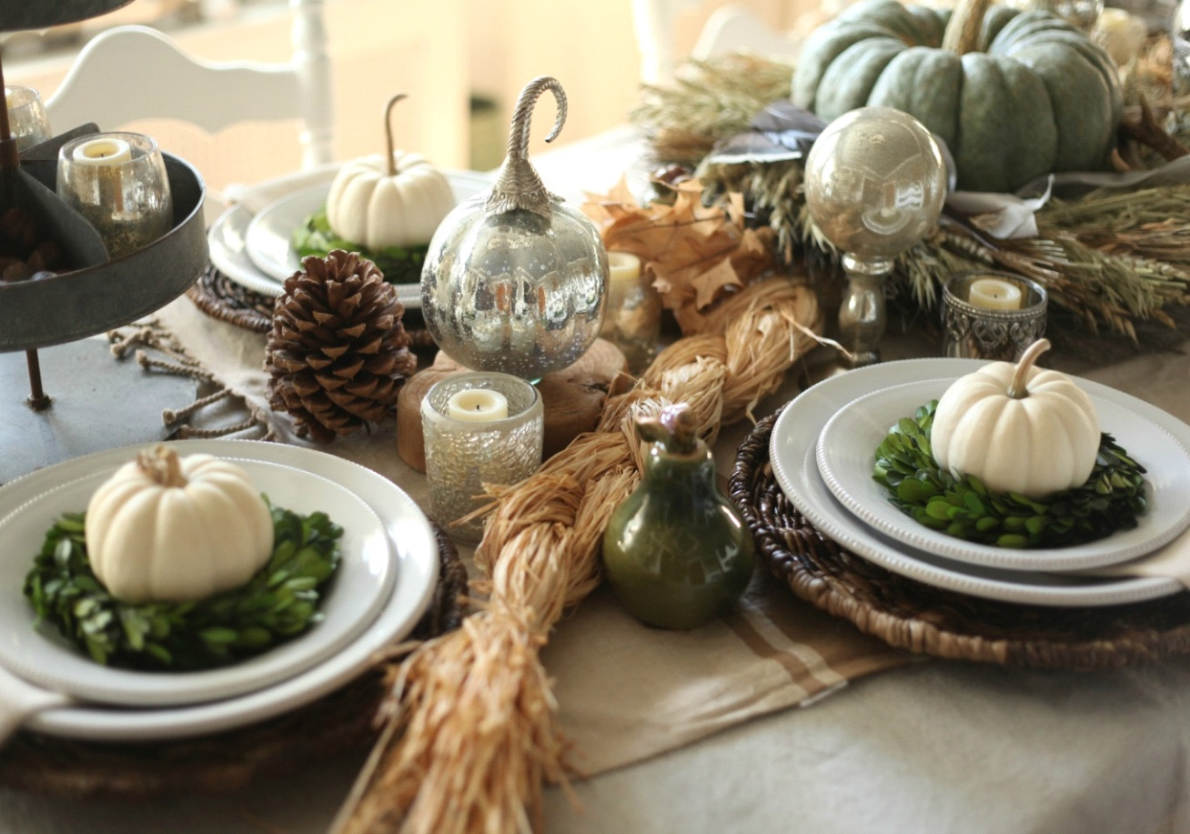 amazing thanksgiving dining table settings you ll love. Black Bedroom Furniture Sets. Home Design Ideas