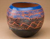 "American Indian Navajo Etched Pottery Vase 8""x 7"" (127)"