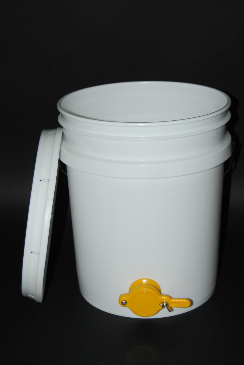 5 gallon pail with honey gate and lid