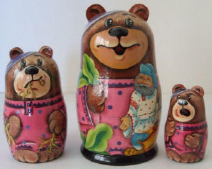 3pcs. Russian Nesting doll of Bear w/Knome