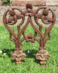 Antique quality set of 34 early/mid 20th Century cast iron lawn edgings