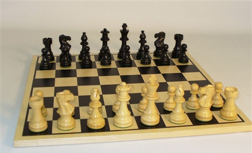 Black Lardy Classic Chess Pieces with Black Screen Chess Board