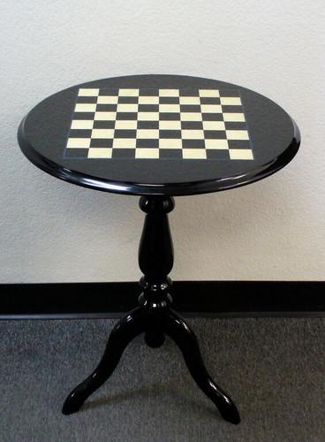 Chess Table   Round Inlaid Black And White Briarwood