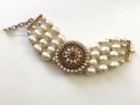 CHANEL MUGHAL GRIPOX  & BAROQUE PEARLBRACELET