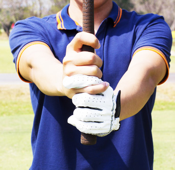 Man-preparing-to-grip-a-golf-club