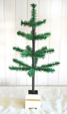 "26"" Traditional Tapered Feather Tree"
