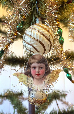Exquisite Cherub Angel on Dainty Victorian Unsilvered Double Balloon Ornament