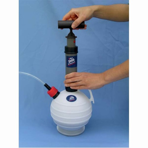 Pela 2000 Oil Change Pump, 2.6 qt Capacity