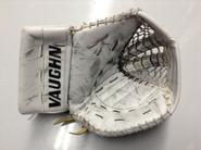 Vaughn V6 2000 Goalie Glove GUDLEVSKIS Syracuse Crunch Pro stock AHL (2)